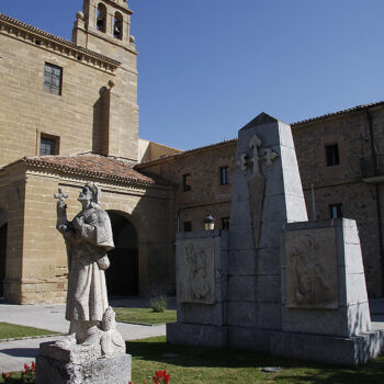 Monument to the pilgrim and Convent of San Francisco